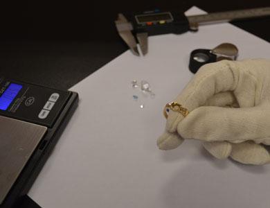 Taxeren ring met handschoenen